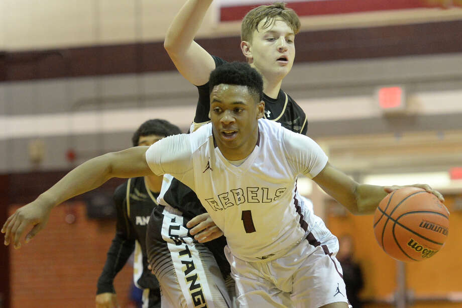 Lee's Sema'J Davis (1) moves the ball toward the hoop against Andrews on Friday, Jan. 6, 2017, at Lee High School.  James Durbin/Reporter-Telegram Photo: James Durbin