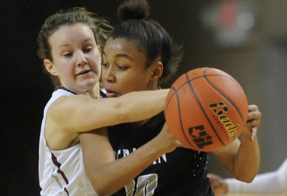 Lee's Karysa Edwards (4) covers Permian's Ta'Quasha Lynch (10) on Friday, Jan. 6, 2017, at Chaparral Center.  James Durbin/Reporter-Telegram Photo: James Durbin