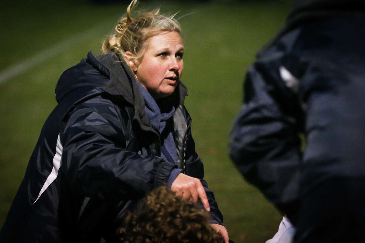 College Park head coach Meredith Cook speaks with her team during the halftime of the varsity girls soccer game against Boerne on Friday, Jan. 6, 2017, at Gosling Sportfields. (Michael Minasi / Chronicle)