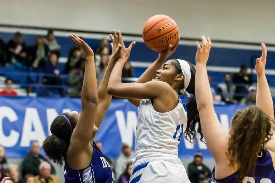 January 6, 2017:   Barbers Hill's Charli Collier goes up for a layup in the basketball game against rival Dayton Broncos at Barbers Hill Field House in Mont Belvieu, Texas.  (Leslie Plaza Johnson/Freelance) Photo: Leslie Plaza Johnson/For The Chronicle