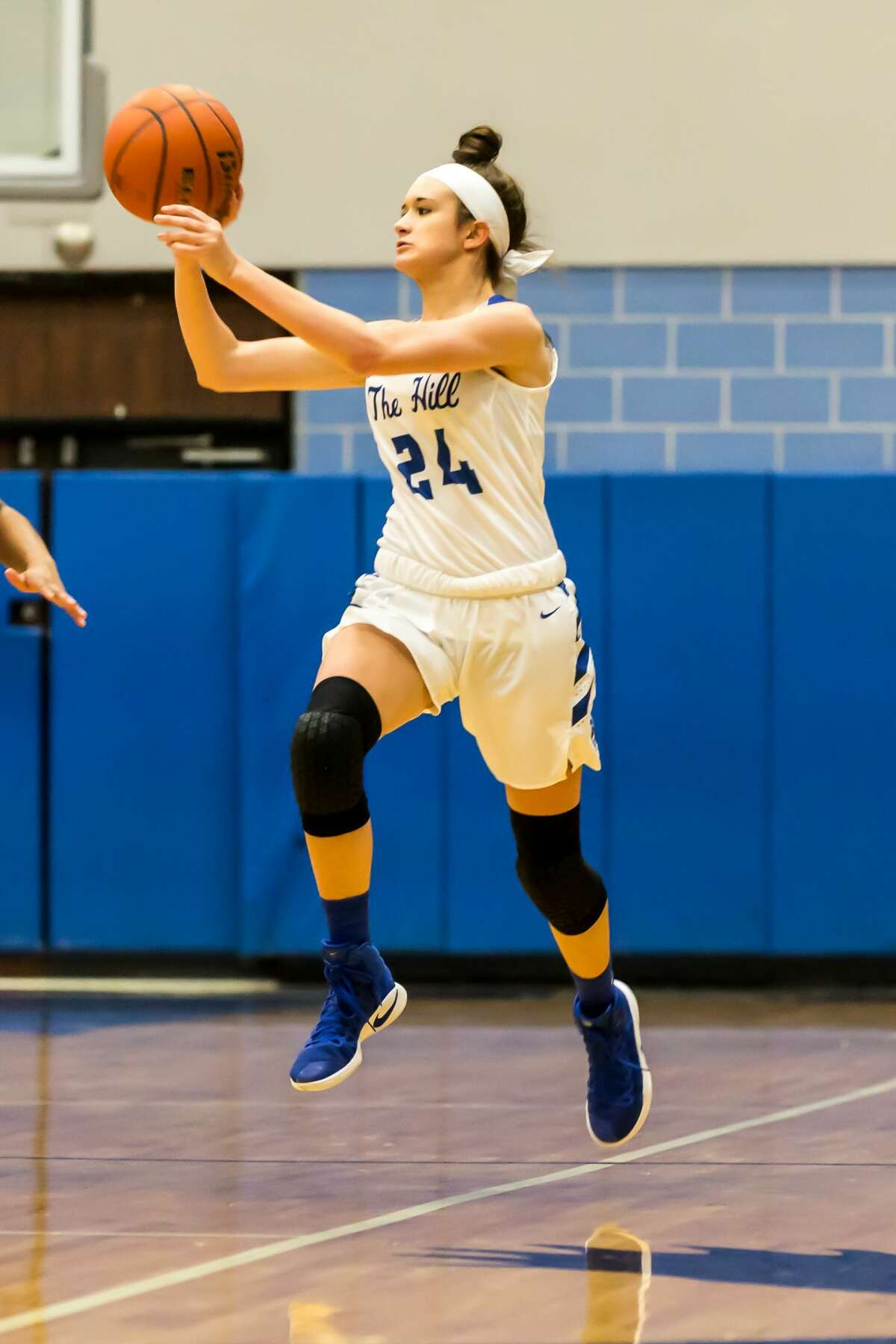 January 6, 2017: Barbers Hill's Kayla Konarik sets up a pass in the basketball game against the Dayton Broncos at Barbers Hill Field House in Mont Belvieu, Texas. (Leslie Plaza Johnson/Freelance)