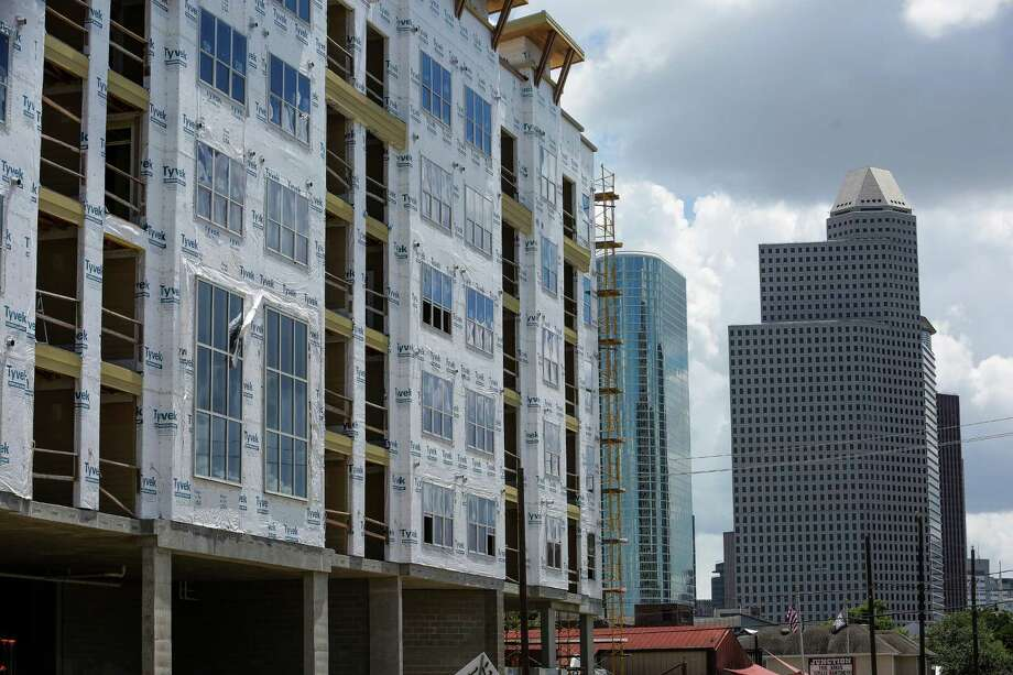 The new Dolce Living apartments undergo construction at 210 West Grey Street Friday, June 24, 2016 in Houston. Average rents across the Houston area fell by 1.3 percent to $1,014, according to RealPage. ( Michael Ciaglo / Houston Chronicle ) Photo: Michael Ciaglo, Staff / © 2016  Houston Chronicle