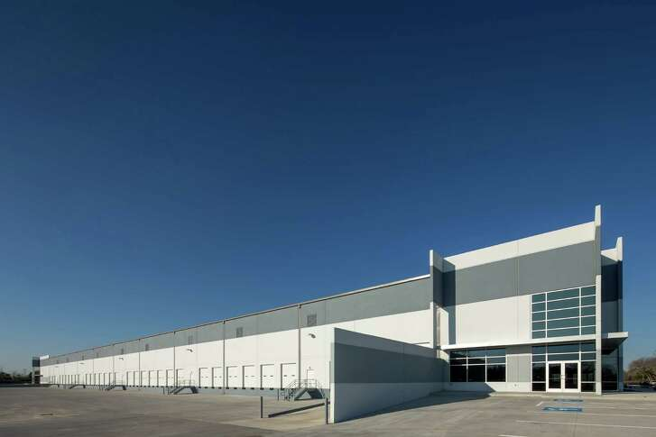 Tire Universe has leased space in Missouri City's  Gateway Southwest Industrial Park.