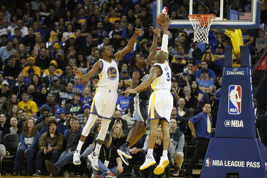David West (3) of the Golden State Warriors blocks a layup by Tony Allen (9) of the Memphis Grizzles during the second quarter of their NBA basketball game at Oracle Arena in Oakland, Calif. on Friday, Jan. 6, 2017. Photo: Stephen Lam, Special To The Chronicle
