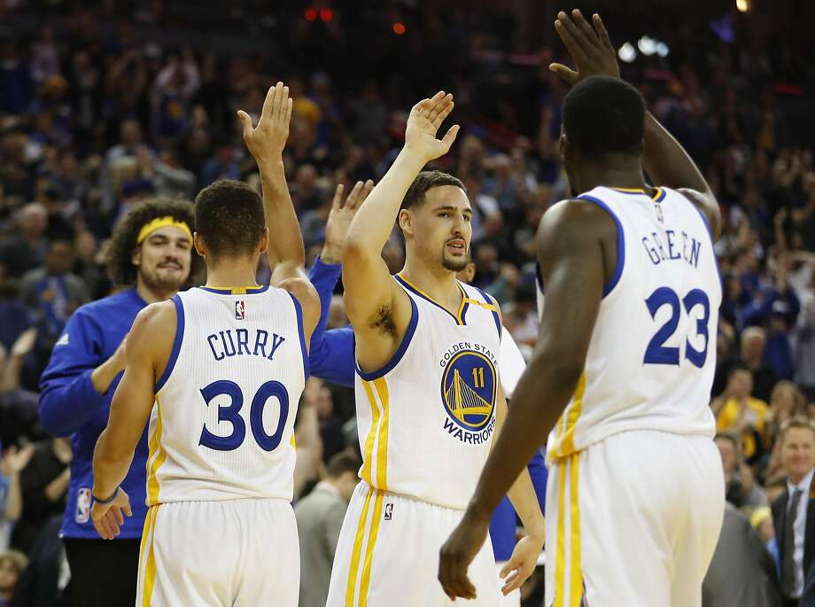 Klay Thompson (11) of the Golden State Warriors high-fives teammate Draymond Green (23) after making a three-point shot at the buzzer to end the first half against the Memphis Grizzles at Oracle Arena in Oakland, Calif. Friday, Jan. 6, 2017. Photo: Stephen Lam, Special To The Chronicle
