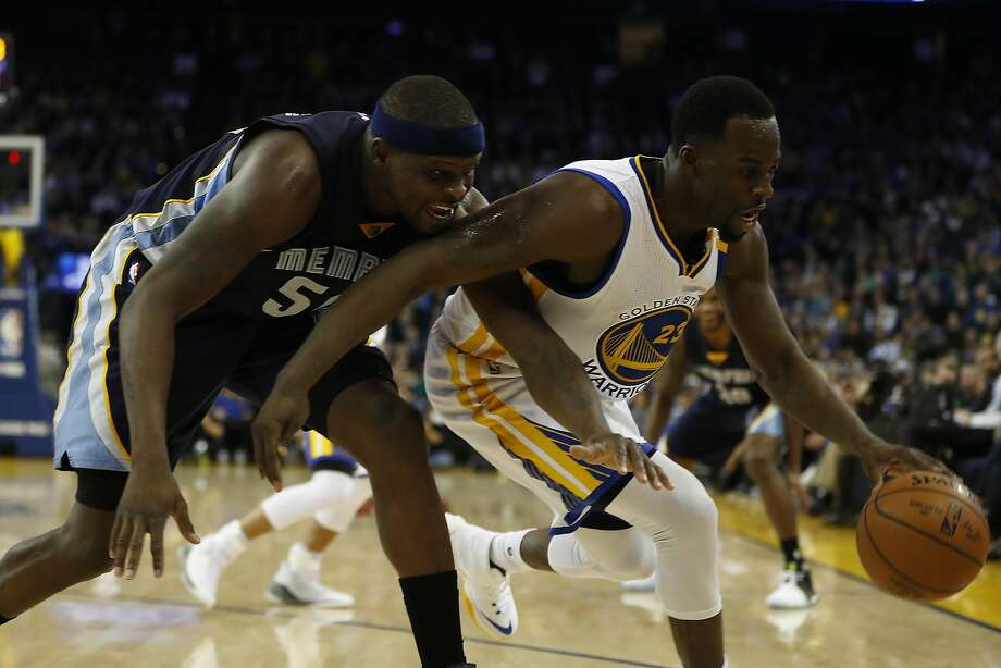 Draymond Green (23) of the Golden State Warriors steals the ball from Zach Randolph (50) of the Memphis Grizzles. Photo: Stephen Lam, Special To The Chronicle