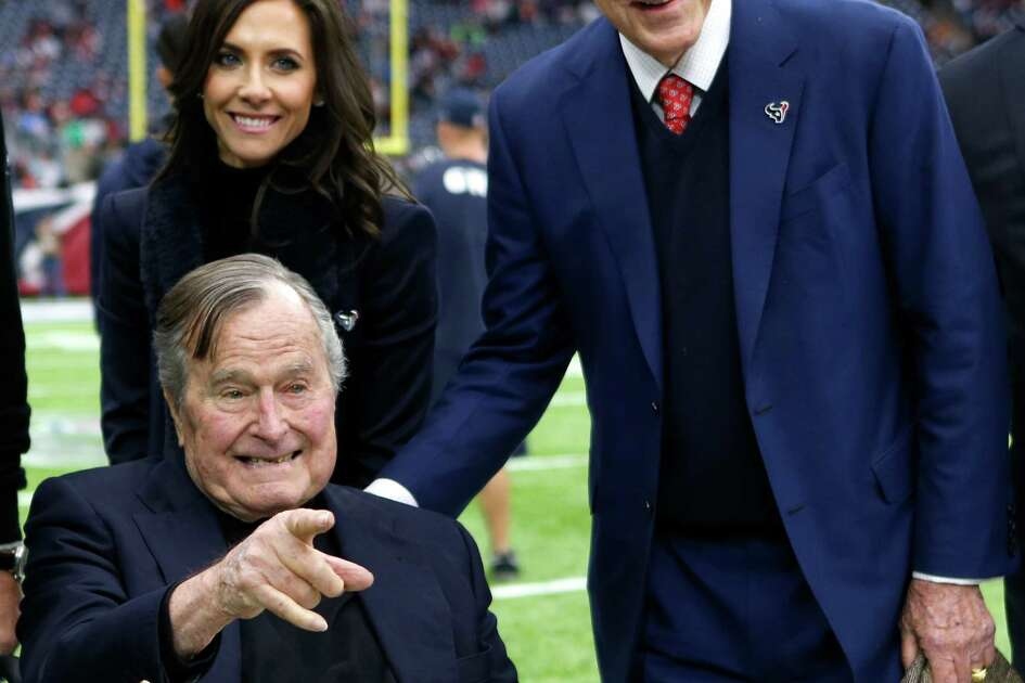 Former President George H. W. Bush, front-left, poses for a photo with Hannah McNair, rear-left, and Houston Texans owner Bob McNair, right, before an AFC Wild Card Playoff game at NRG Stadium on Saturday, Jan. 7, 2017, in Houston.
