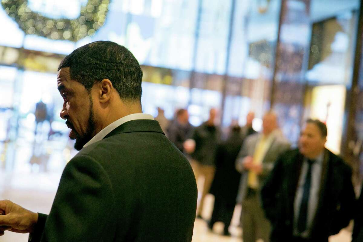 The Rev. Darrell Scott talks to reporters in the lobby of Trump Tower on Fifth Avenue in New York, Dec. 13, 2016. (Sam Hodgson/The New York Times)