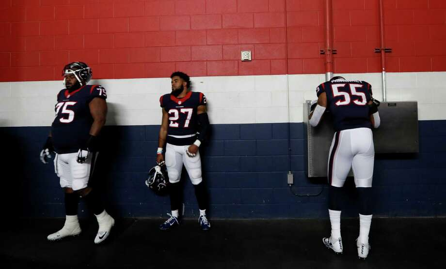 Houston Texans nose tackle Vince Wilfork (75), strong safety Quintin Demps (27) and nside linebacker Benardrick McKinney (55) wait in the tunnel before the start of an NFL playoff game at NRG Stadium, January 7, 2017. Photo: Karen Warren, Houston Chronicle / 2016 Houston Chronicle