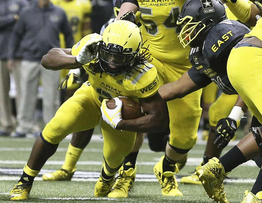 Antioch High's Najee Harris, who had eight carries for 23 yards, runs the ball during the U.S. Army All-American Bowl. Photo: Tom Reel, San Antonio Express-News