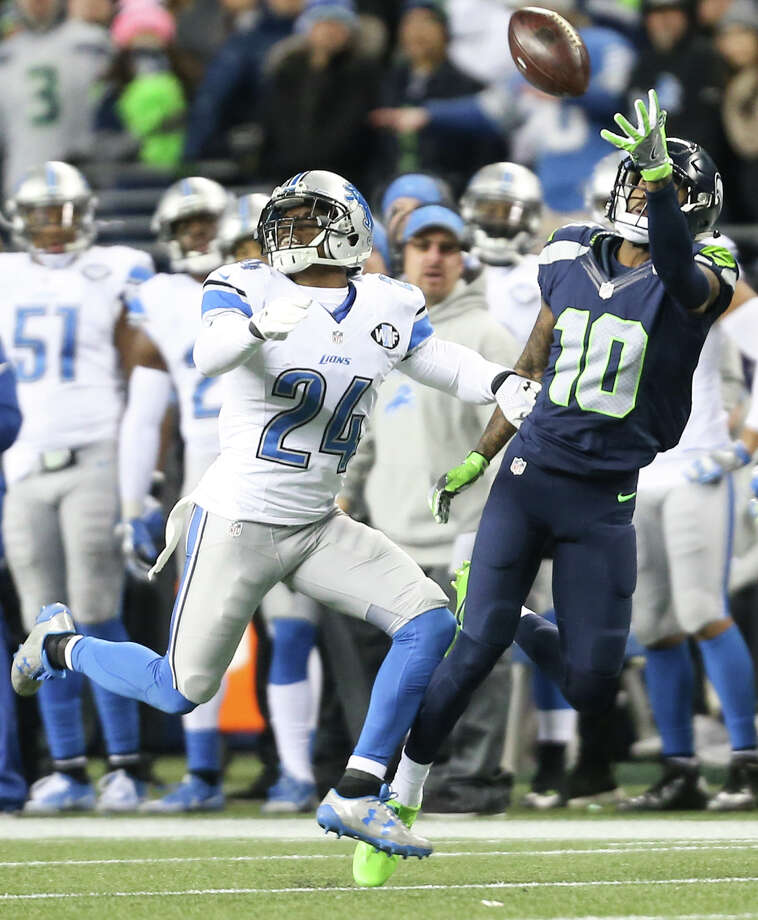 Seahawks wide receiver Paul Richardson makes a one-handed catch while being guarded by Lions corner back Nevin Lawson during the second half of a wild card playoff game at CenturyLink Field on Saturday, Jan. 7, 2017. Photo: GRANT HINDSLEY, SEATTLEPI.COM / SEATTLEPI.COM