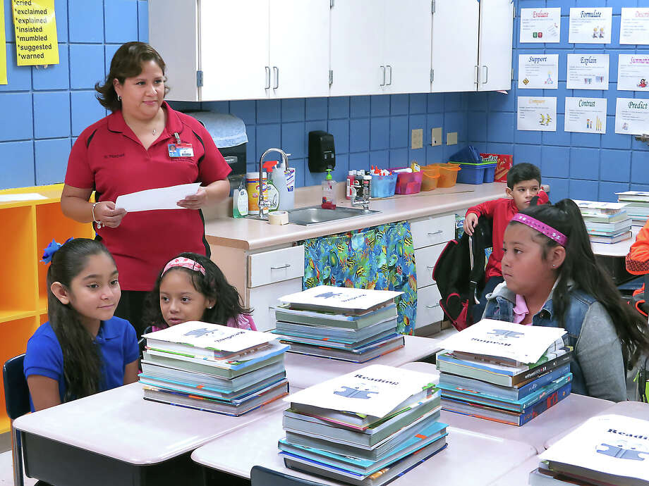 in this file photo, C.L. Milton Elementary fourth-grade teacher Erika Vasquez greets her students as they start a new school year. Photo: Cuate Santos, Laredo Morning Times