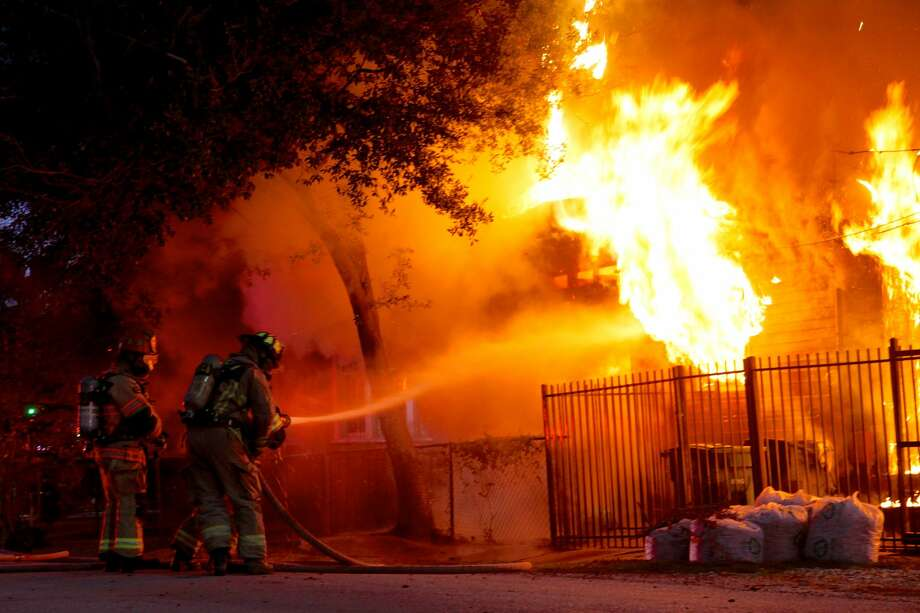 """""""The entire house went up,"""" said Hunter Jones, a photographer who witnessed the scene. Photo: Hunter Jones"""
