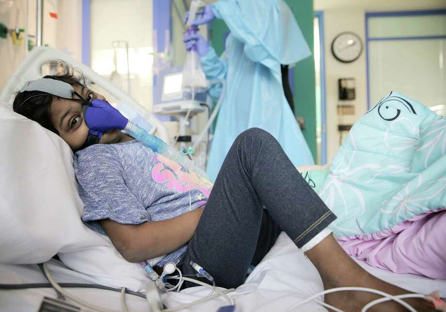 Maira Junaid, 9, sits in her Texas Children's hospital room as she waits for her family to raise enough money for a lung transplant on Wednesday, Jan. 4, 2017, in Houston. Junaid's parents have been working with the hospital since one of her lungs collapsed due to cystic fibrosis. Her parents are trying to raise enough money so she can get on the donor list. Photo: Elizabeth Conley, Houston Chronicle / © 2017 Houston Chronicle