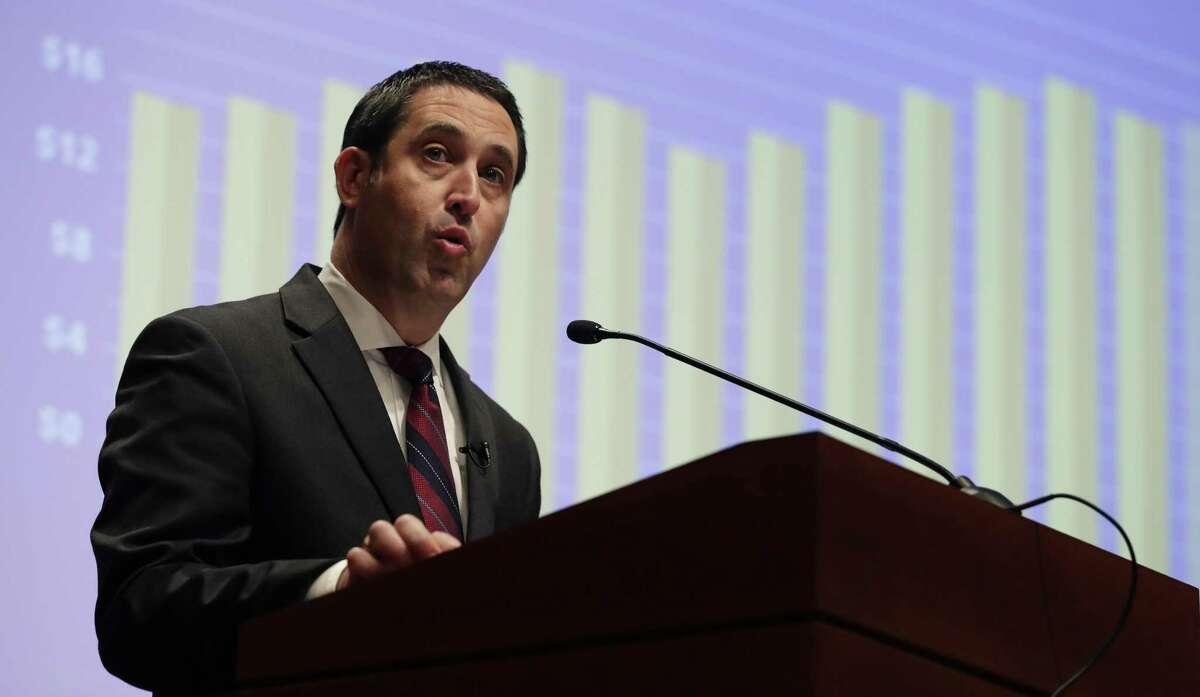 Texas State Comptroller Glenn Hegar should give the Legislature quarterly revenue updates.