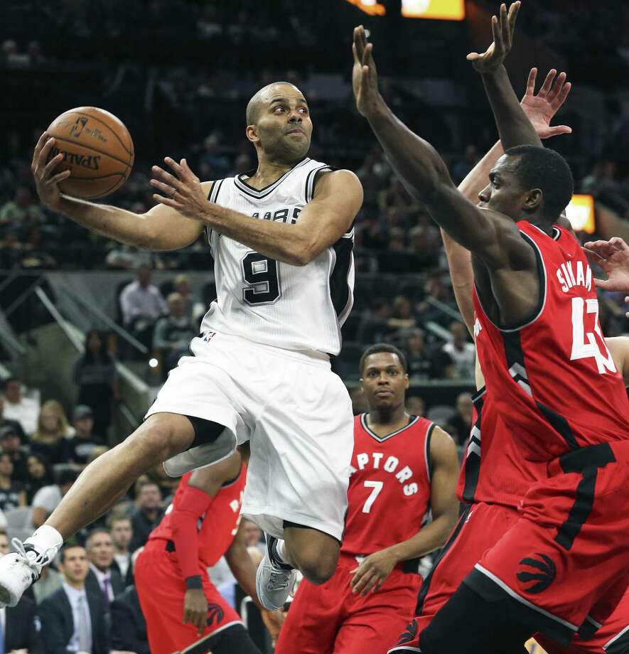 Tony Parker finds a three point shooter open after driving the lane as the Spurs play the Raptors at the AT&T Center on January 3, 2017. Photo: Tom Reel, Staff / San Antonio Express-News / 2017 SAN ANTONIO EXPRESS-NEWS