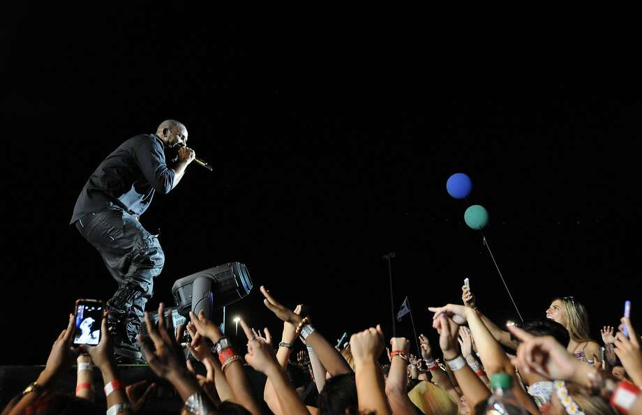 R. Kelly performs at Free Press Summer Fest in Houston. Photo: Jon Shapley, Houston Chronicle