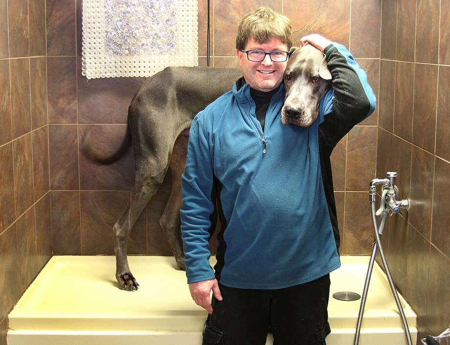 Run in with skunk leads to business venture for danbury man newstimes brian agen owner of the k9 club stands in a wash stall with his solutioingenieria Images