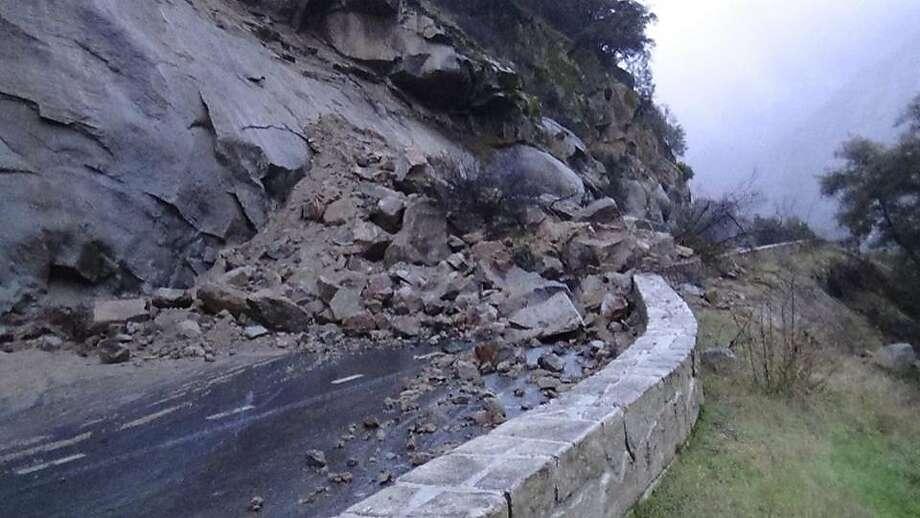 A rockfall in Yosemite National Park closed Highway 140 (El Portal Road) on Jan. 9, 2017. Photo: Yosemite National Park