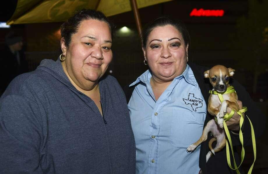 Carmen Paz y Becky Ortíz en Panamerican Courts durante el evento Woofstock. Photo: Danny Zaragoza / / LAREDO MORNING TIMES