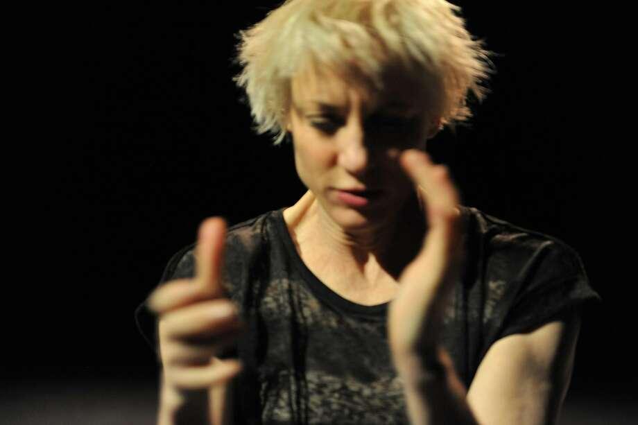 Meg Stuart turns sensations, hesit ations and memories into movement. Photo: Giannina Urmeneta Ottiker