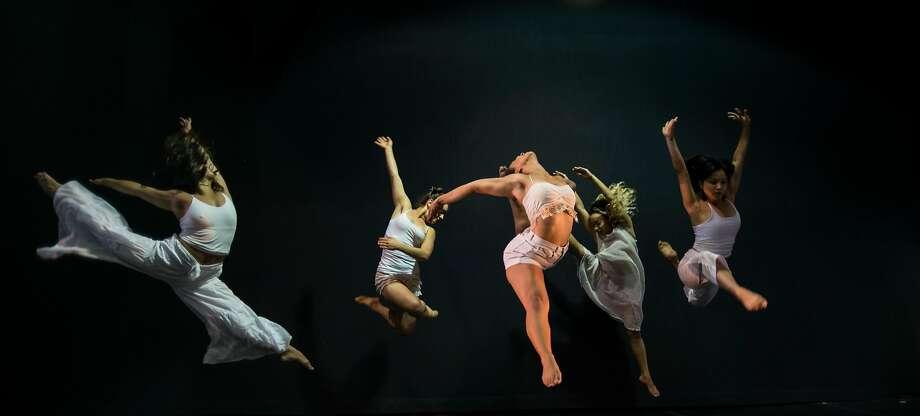 Dance Brigade - Left to right: Alexa Manalansan, Fredrika Keefer, Brittany Harris, Jillian Hibbert and Coline Buencamino.  Photo by Robbie Sweeny Photo: Robbie Sweeny