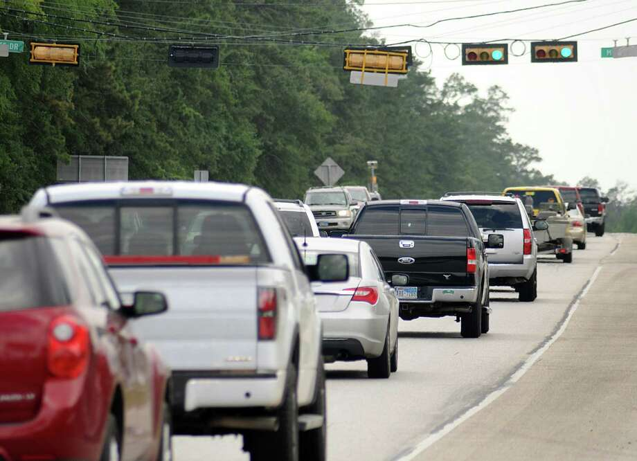 Traffic moves southbound on FM 2978 in this file photo. Montgomery County Commissioners will discuss Woodlands Parkway extsion during their regular meeting at 9:30 a.m. Photo: David Hopper, Freelance / freelance