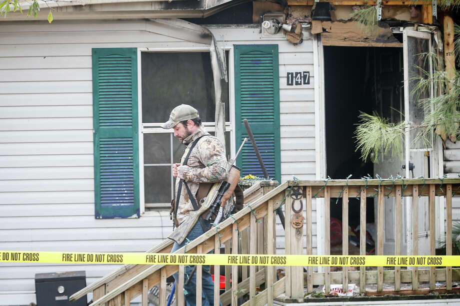A resident removes valuables from their home after a fire on Monday, Jan. 9, 2017, off of Orion Lane in Cut and Shoot. Photo: Michael Minasi, Staff Photographer / © 2017 Houston Chronicle