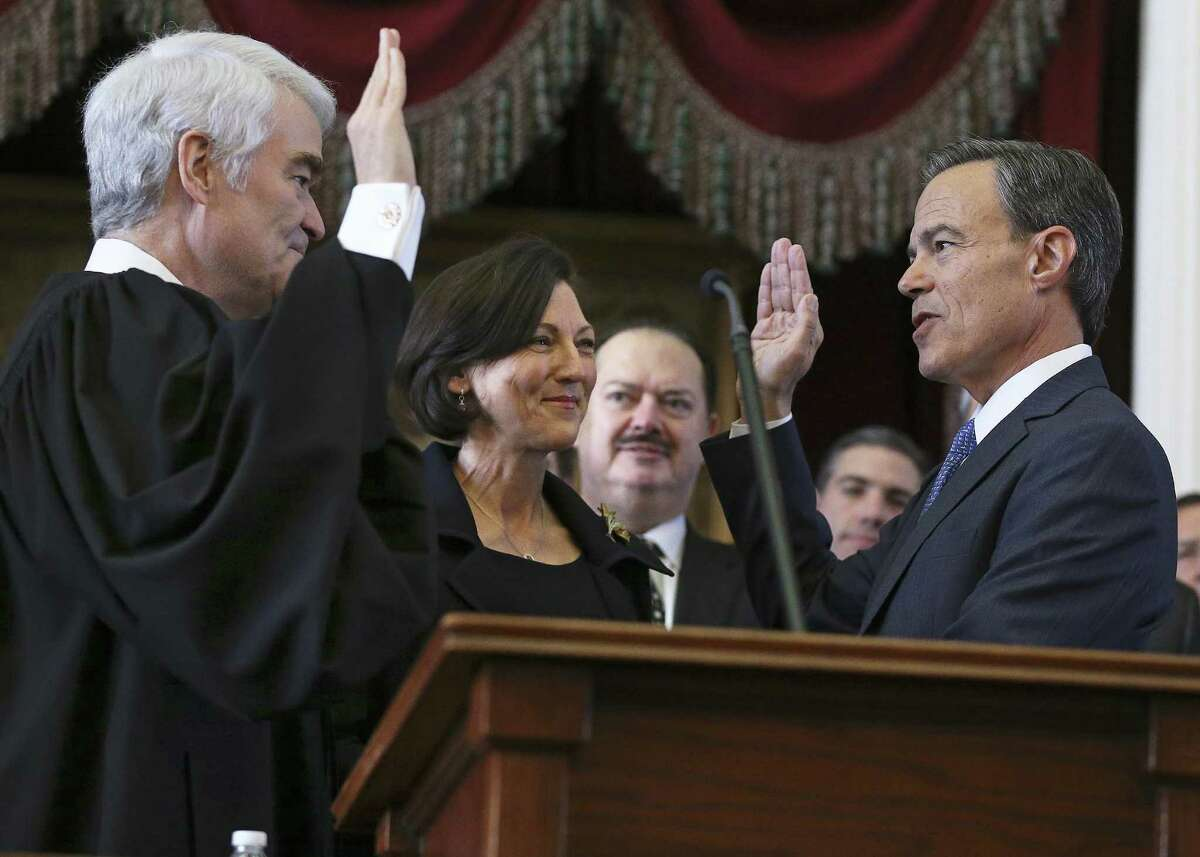 Joe Straus is sworn in to office by Texas Supreme Court Chief Justice Nathan Hecht as Julie Straus watches as the 85th Texas Legislative session opens on Jan. 10. Straus and Hecht agree this year on the need to end straight-party voting.