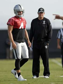 Oakland Raiders' Offensive Coordinator Bill Musgrave watches Derek Carr during practice in Alameda, Calif., on Thursday, November 5, 2015.