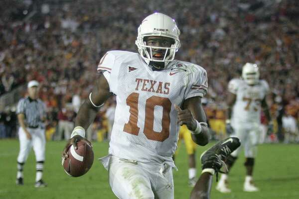 Texas quarterback Vince Young rushes for the game-winning touchdown against Southern California as Texas meets Southern California in the Rose Bowl, the national championship college football game in Pasadena, Calif., Wednesday, Jan. 4, 2006. Texas won the game 41-38.  (AP Photo/Paul Sakuma)