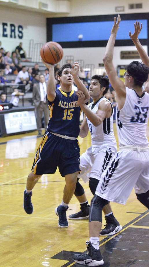 Ruben Cuellar III was one of five Alexander players in double figures Tuesday scoring 10 points in the Bulldogs' 69-67 overtime victory at United South. Photo: Cuate Santos /Laredo Morning Times / Laredo Morning Times