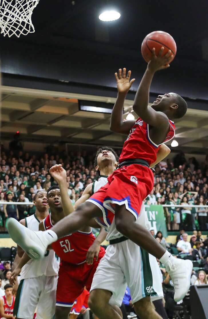 St.Ignacius player Darrion Trammell (#15) shoots the ball during a game between Sacred Heart Cathedral and St. Ignatius at War Memorial gymnasium in San Francisco, Calif., on Tuesday, Jan. 10, 2017.