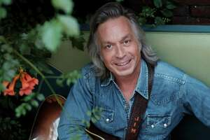 "Jim Lauderdale's most recent album, ""This Changes Everything,"" is rooted in old Texas dancehalls."
