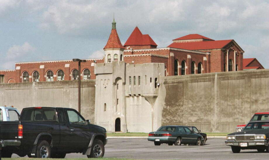 View outside Attica prison in the 1990s. (Times Union Archive) Photo: LUANNE M. FERRIS, DG / Albany Times Union