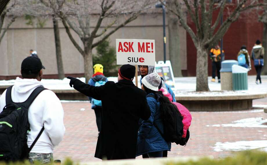 Doug James, SIUE human resources HRIS Analyst, with sign, helps guide students around campus on the first day of the spring semester for 2017 on Monday.  Photo: Cody King • Intelligencer