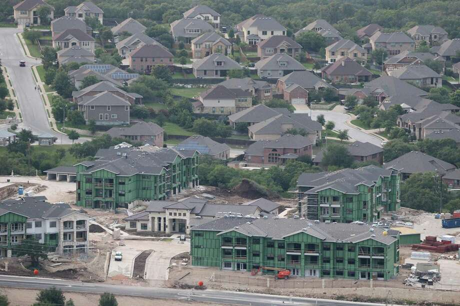 Stone Oak's growth wasn't always smooth. The Texas real estate crash later that decade halted its growth, but the community took off in the '90s. Photo: Edward A. Ornelas /San Antonio Express-News / © 2016 San Antonio Express-News