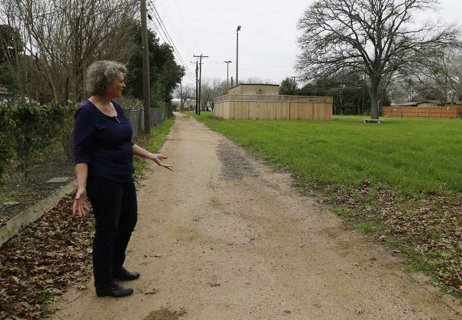 Oak Park Northwood Homeowners Association member Cynthia Franklin is disappointed by the location of the Google Hut which was placed in Haskin Park near her home. She used to be able to look past her chain-link fence and see her kids playing on a playscape in the little park. Now, however, the hut blocks her view. She and others like fellow homeowner John Whitsett are upset and say the city violated its own ordinances in allowing Google to install the network building there. Among other things, they say, it violates rules about fencing, noise and construction. (Kin Man Hui/San Antonio Express-News) Photo: Kin Man Hui, Staff / San Antonio Express-News / ©2017 San Antonio Express-News