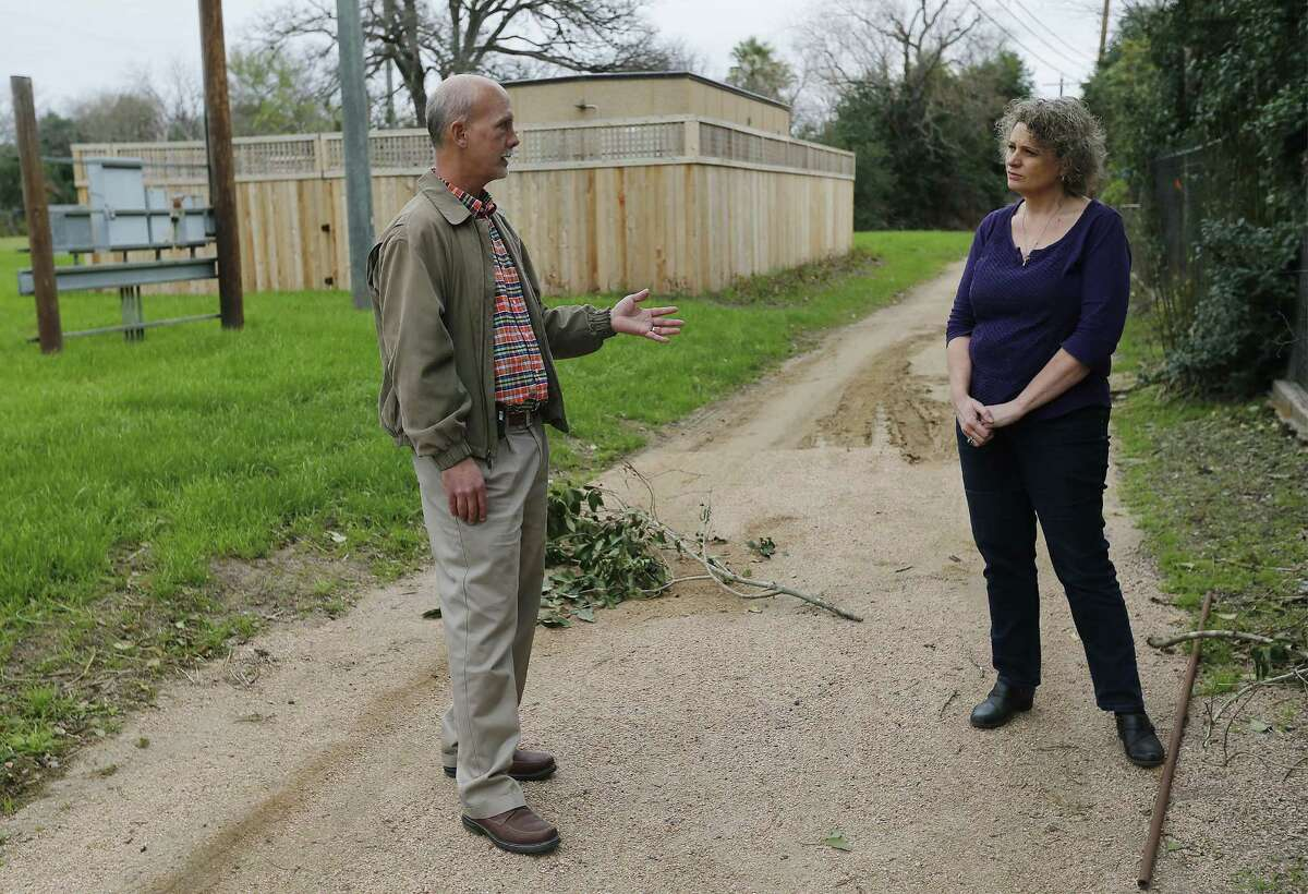 Oak Park Northwood Homeowners Association members Cynthia Franklin (right) and John Whitsett chat near the Google Hut in Haskin Park on Wednesday, Jan. 4, 2017. They are disappointed by the location of the Google Hut which was placed in Haskin Park. Franklin used to be able to look past her chain-link fence and see her kids playing on a playscape in the little park. Now, however, the hut blocks her view. She and Whitsett are upset and say the city violated its own ordinances in allowing Google to install the network building there. Among other things, they say, it violates rules about fencing, noise and construction. (Kin Man Hui/San Antonio Express-News)