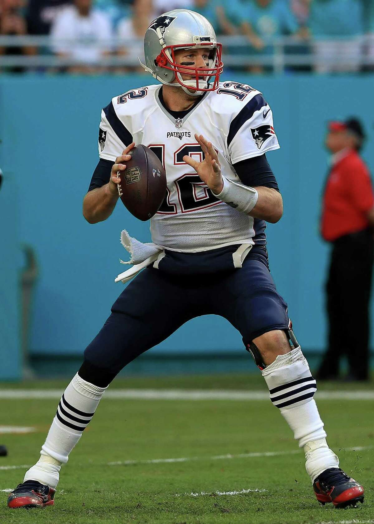 MIAMI GARDENS, FL - JANUARY 01: Tom Brady #12 of the New England Patriots passes during a game against the Miami Dolphins at Hard Rock Stadium on January 1, 2017 in Miami Gardens, Florida. (Photo by Mike Ehrmann/Getty Images)