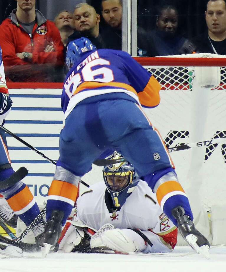 NEW YORK, NY - JANUARY 11:  Roberto Luongo #1 of the Florida Panthers makes the save as Nikolay Kulemin #86 of the New York Islanders looks for the rebound during the third period at the Barclays Center on January 11, 2017 in the Brooklyn borough of New York City. The Panthers defeated the Islanders 2-1. (Photo by Bruce Bennett/Getty Images) ORG XMIT: 672872245 Photo: Bruce Bennett / 2017 Getty Images