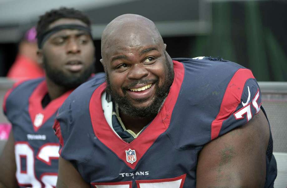 Houston Texans nose tackle Vince Wilfork watches from the bench during the second half against the Jacksonville Jaguars in Jacksonville, Fla., on Oct. 18, 2015. Photo: Phelan M. Ebenhack /Associated Press / FR121174 AP
