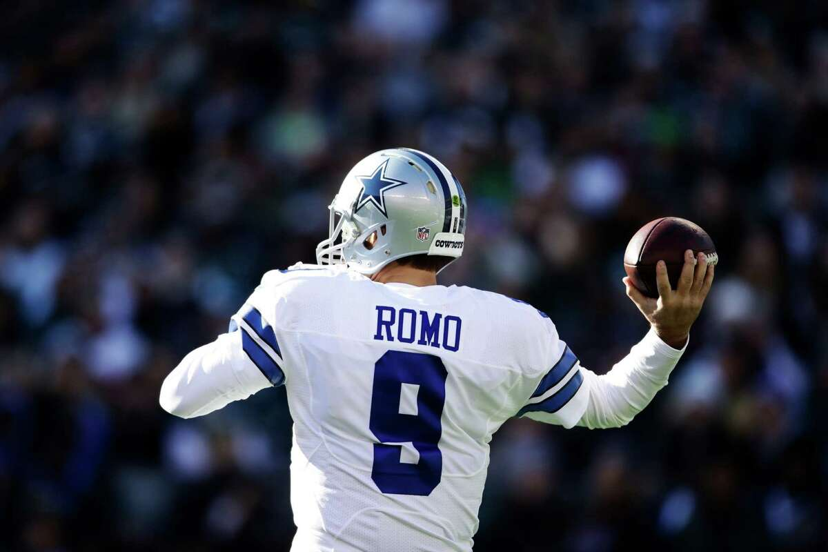 Dallas Cowboys' Tony Romo in action during an NFL football game against the Philadelphia Eagles, Sunday, Jan. 1, 2017, in Philadelphia. (AP Photo/Matt Rourke)