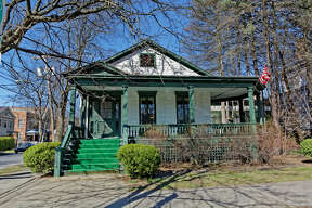 House of the Week: 5 Franklin Square, Saratoga Springs |  Realtor:    Kelly Quinn-Zanella  |  Discuss:   Talk about this house