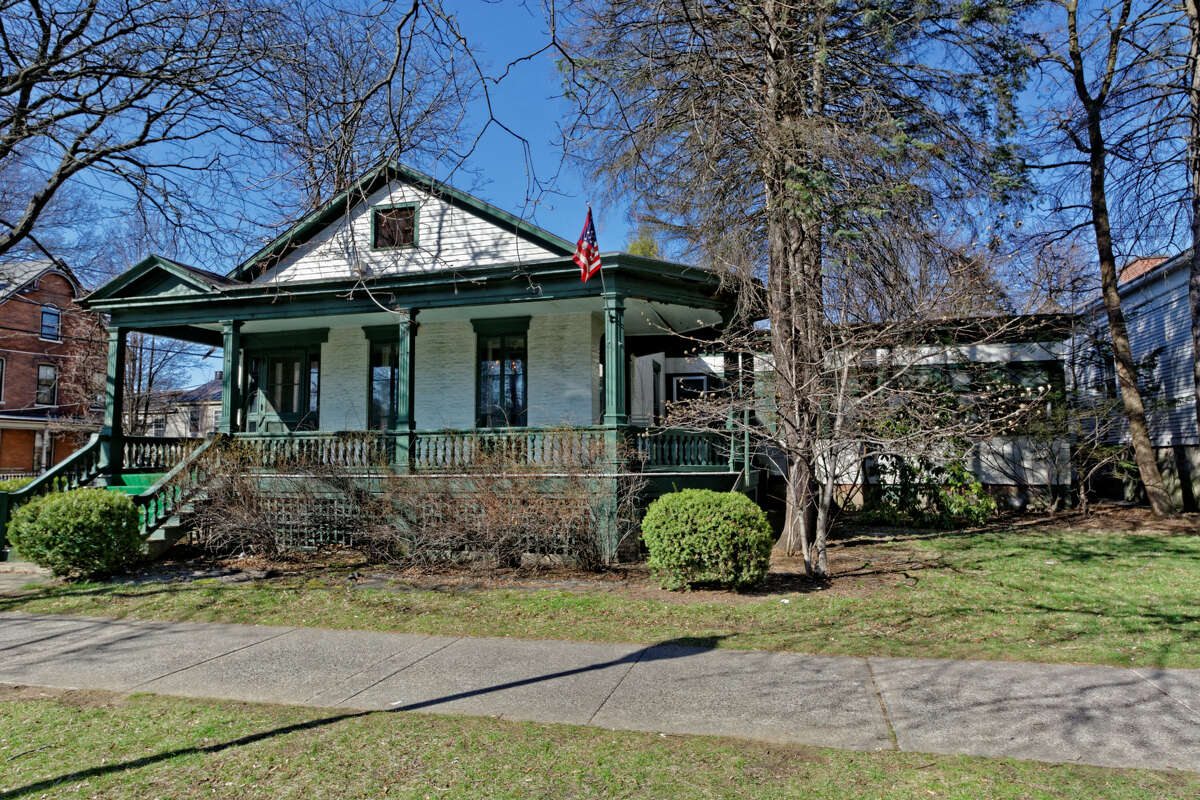 House of the Week: 5 Franklin Square, Saratoga Springs   Realtor: Kelly Quinn-Zanella   Discuss: Talk about this house