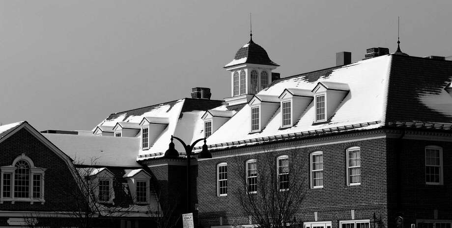 Snow dusted rooftops in downtown Darien on Monday. Photo: Erin Kayata / Hearst Connecticut Media / Darien News
