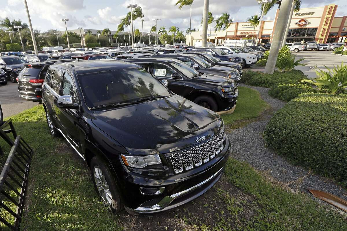 """FILE - In this Thursday, Nov. 5, 2015, file photo, 2015 Jeep Grand Cherokees appear on display at a Fiat Chrysler dealership in Doral, Fla. On Thursday, Jan. 12, 2017, the U.S. government alleged that Fiat Chrysler Automobiles failed to disclose that software in some of its pickups and SUVs with diesel engines allows them to emit more pollution than allowed under the Clean Air Act. The Environmental Protection Agency said in a statement that it issued a """"notice of violation"""" to the company that covers about 104,000 vehicles, including the 2014 through 2016 Jeep Grand Cherokee and Dodge Ram pickups, all with 3-liter diesel engines. (AP Photo/Alan Diaz, File)"""