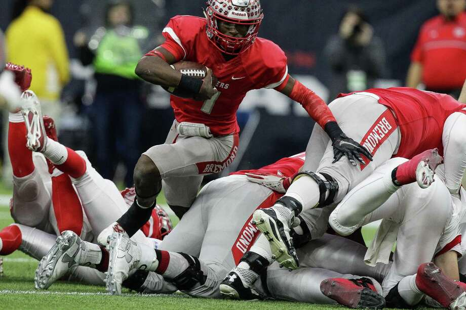 Bremond Tigers quarterback Roshauud Paul runs through a pile of players during the 2A Division II football state championships at NRG Stadium on Dec. 17, 2015, in Houston. Photo: Michael Ciaglo /Houston Chronicle / © 2015  Houston Chronicle