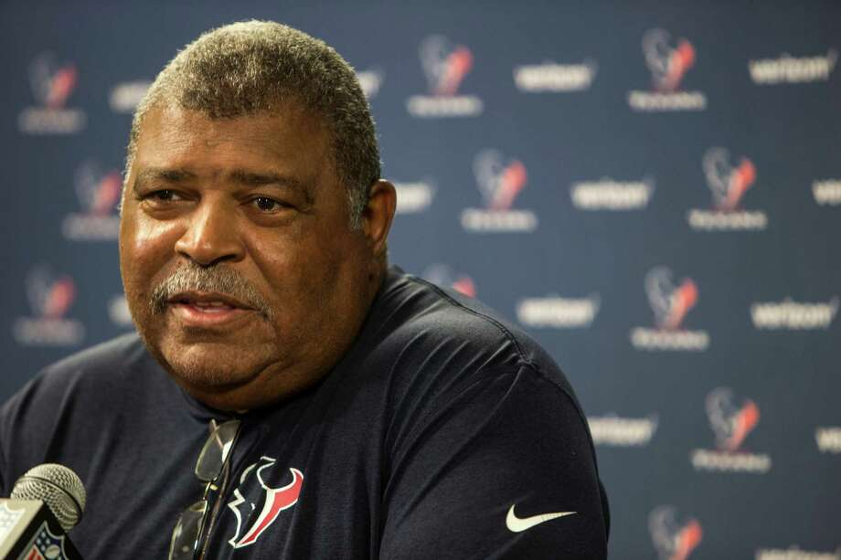 Texans defensive coordinator Romeo Crennel reportedly has contacted East Carolina linebacker Dayon Pratt and shown interest in drafting him this week. Photo: Brett Coomer, Staff / © 2016 Houston Chronicle