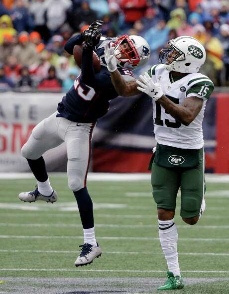 New England defensive back Eric Rowe (left) has made progress in the system since joining the Patriots from Philadelphia five days before the season opener. Photo: Elise Amendola, STF / Copyright 2016 The Associated Press. All rights reserved.